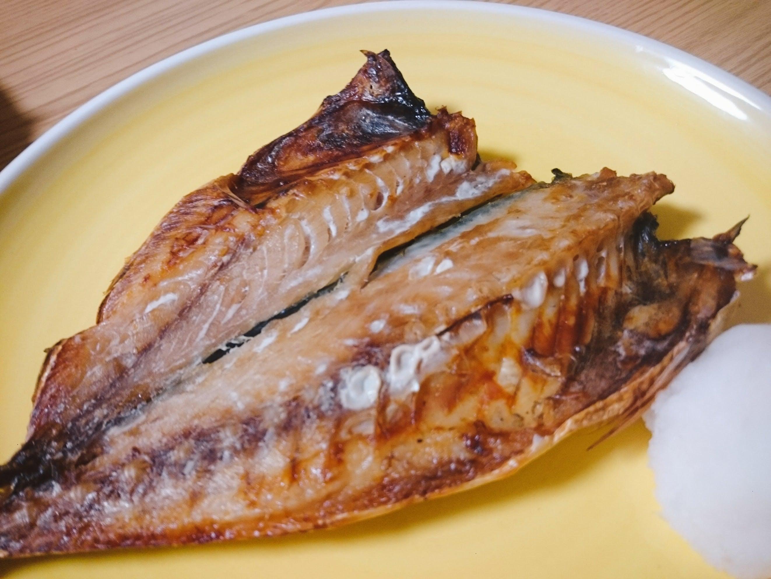 アジの干物の焼き魚の写真