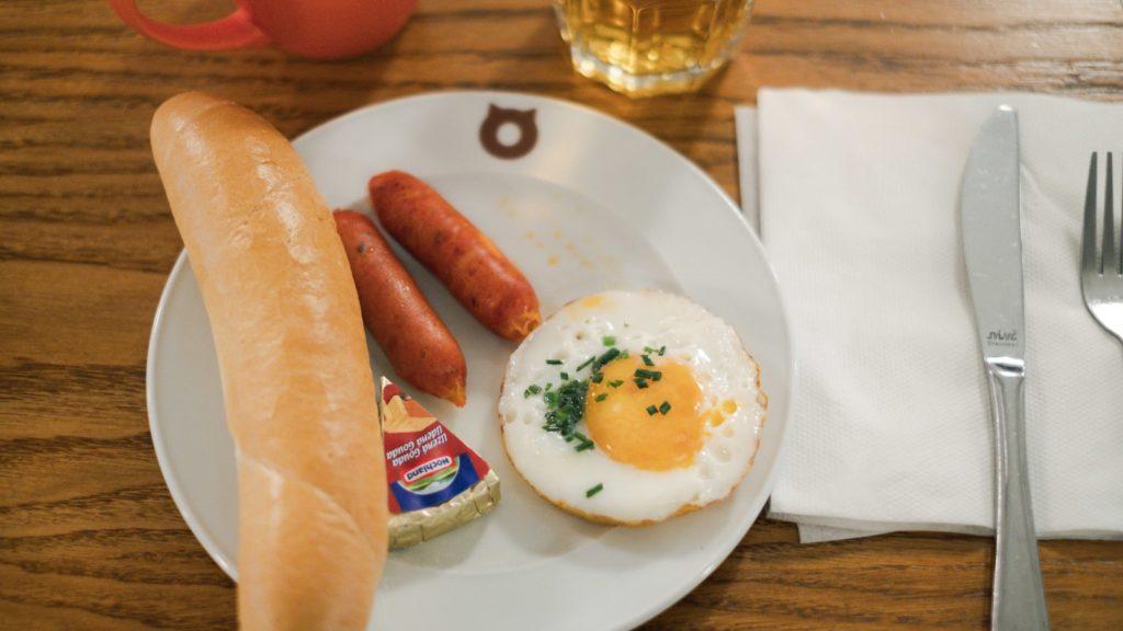 美味しそうな朝食の写真