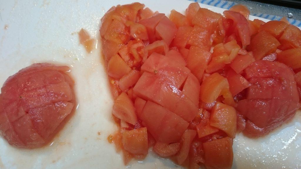 トマトをカットした写真