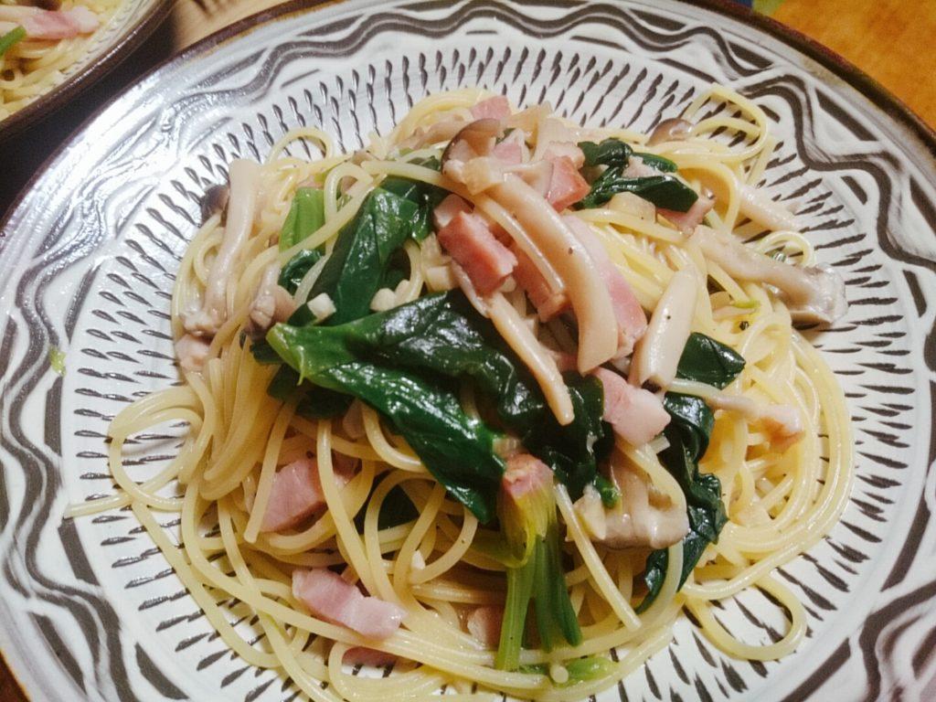 ベーコンきのこほうれん草のパスタ〜ガーリックバター醤油風味〜
